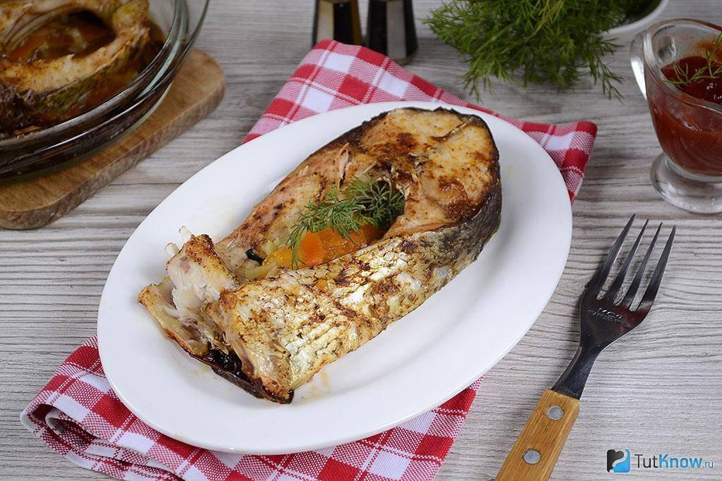 Толстолобик, запеченный в фольге в духовке