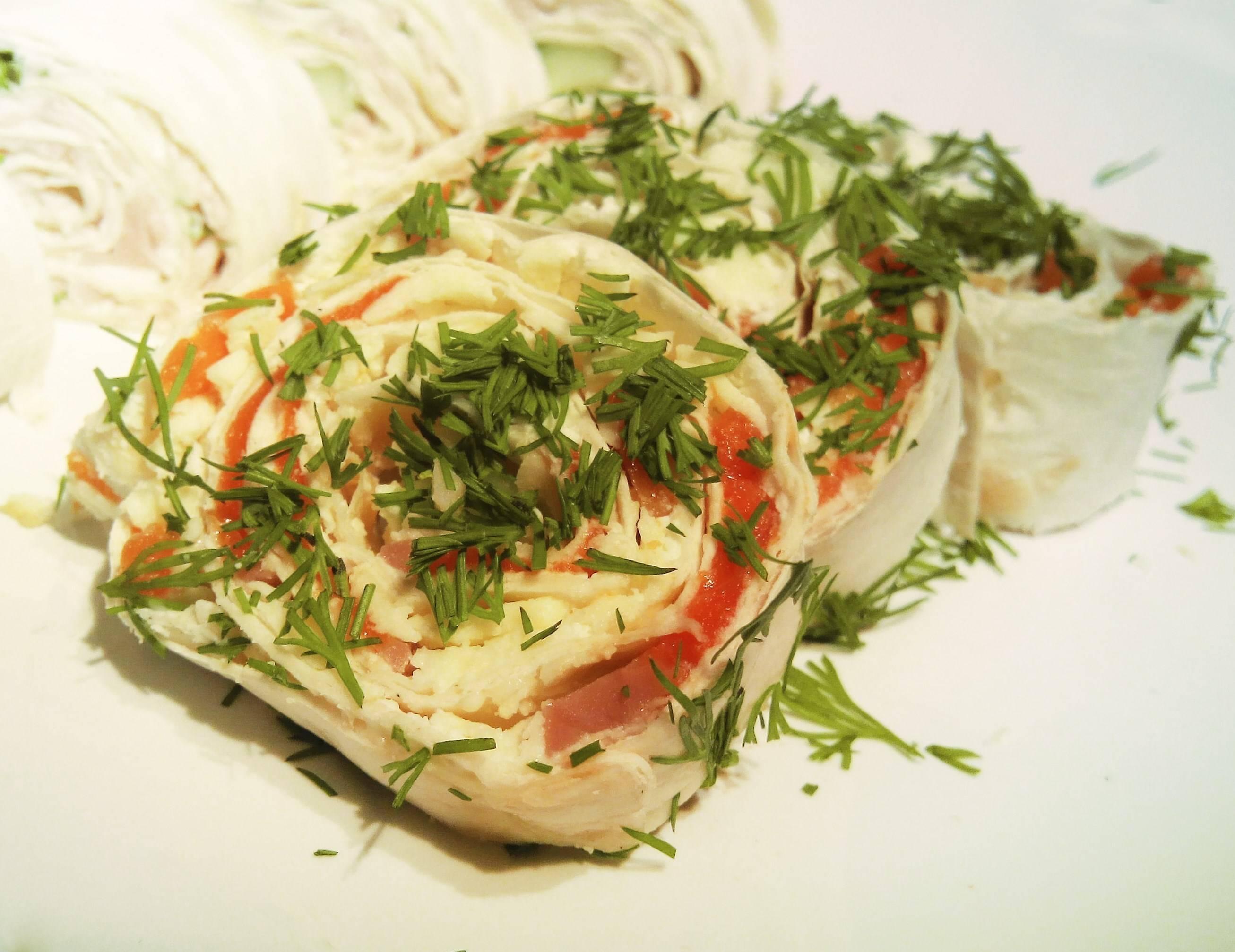 Рулет из лаваша с красной рыбой - как приготовить вкусную начинку по пошаговым рецептам с фото