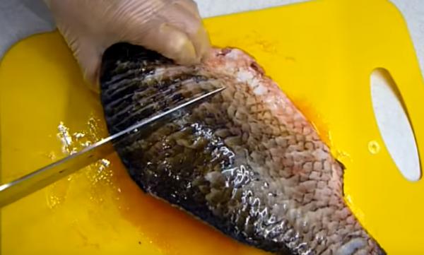 Как пожарить карася без костей на сковороде