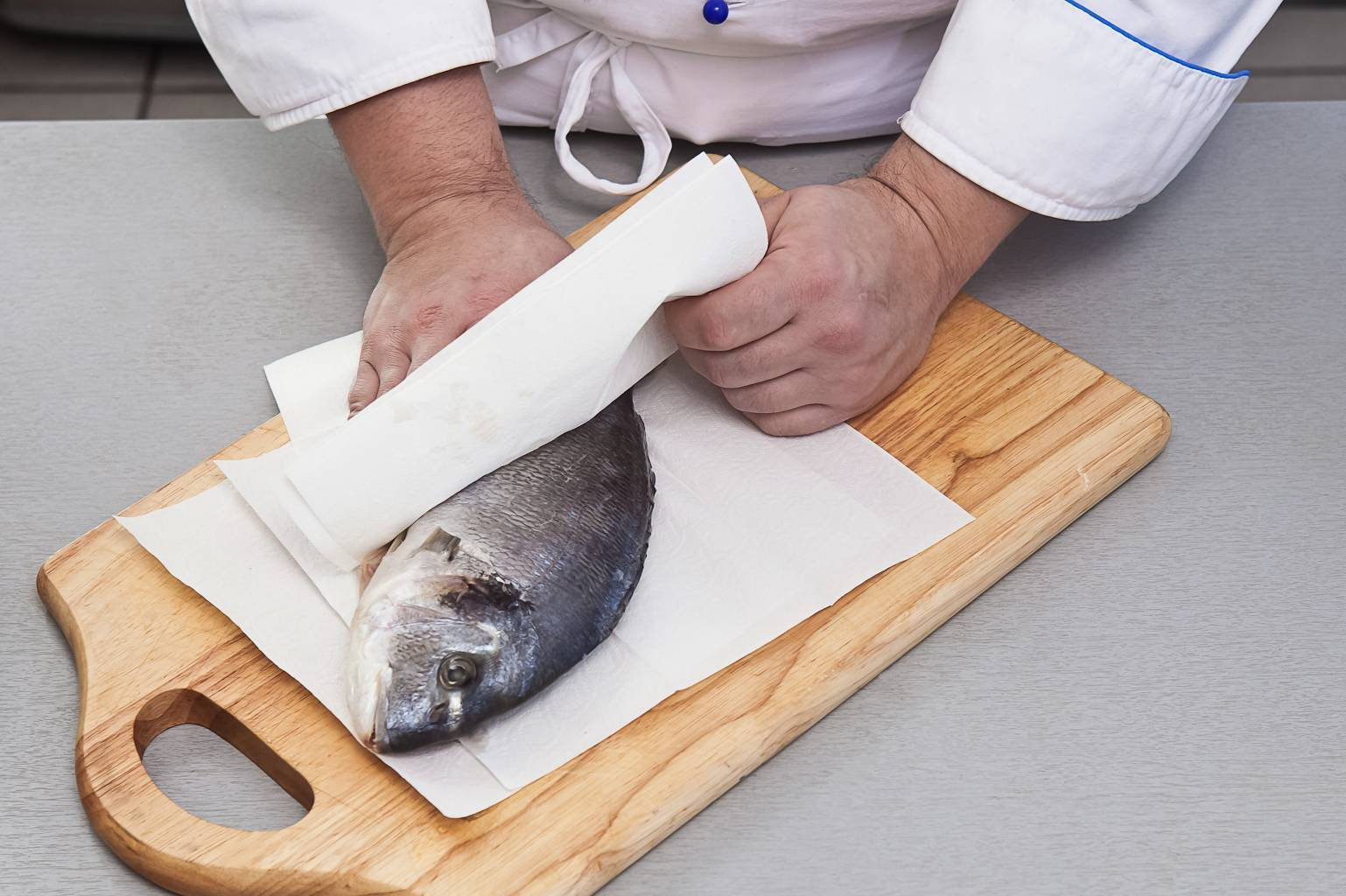 Форель: как правильно почистить от чешуи, выпотрошить и разделать