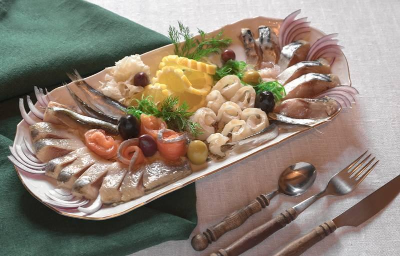 Как украсить рыбную нарезку на праздничный стол — идеи со всего света