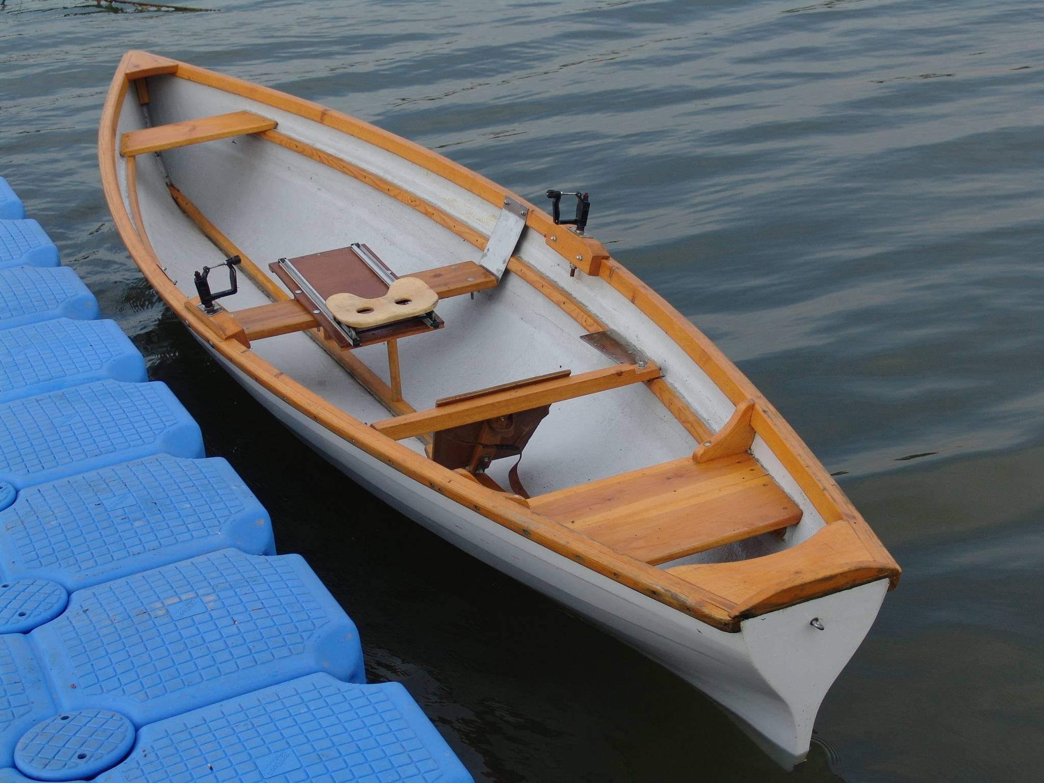 Чем хороша надувная лодка из пвх: её преимущества и недостатки