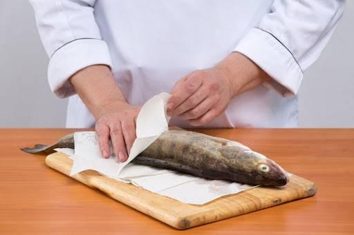 Как моментально почистить рыбу от чешуи в домашних условиях — самый быстрый и чистый способ
