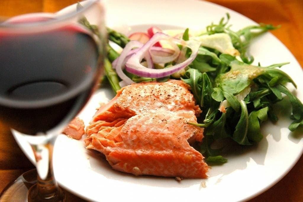 Вино к рыбе-варианты сочетания и компоновки. разбираемся экспертно