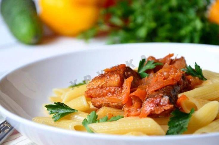 Тушеная рыба с морковью и луком