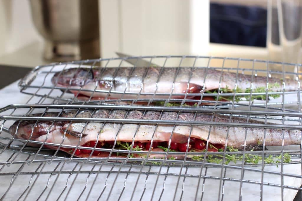 Приготовить рыбу на мангале на решетке | самоделки на все случаи жизни - notperfect.ru
