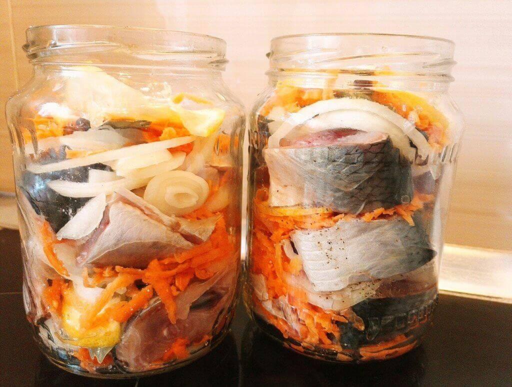 Готовим салат из скумбрии с овощами на зиму - рецепты консервации