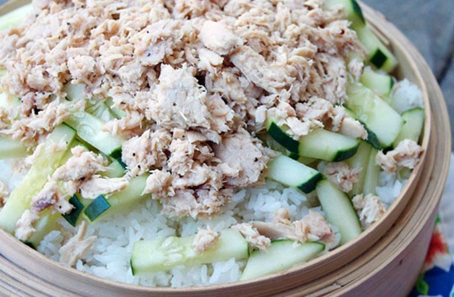 Салат с горбушей консервированной рисом и яйцом