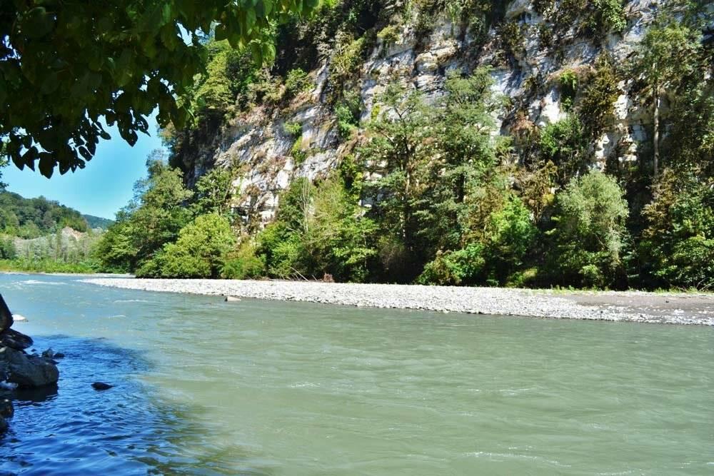 Рыбацкий поселок лазаревское: особенности рыбалки на спиннинг с берега, отзывы