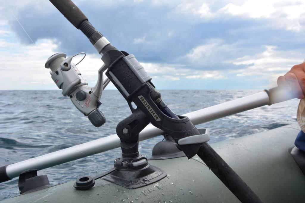 Тюнинг пвх лодки - установка сидений, держателей для спиннингов, и столиков для эхолота