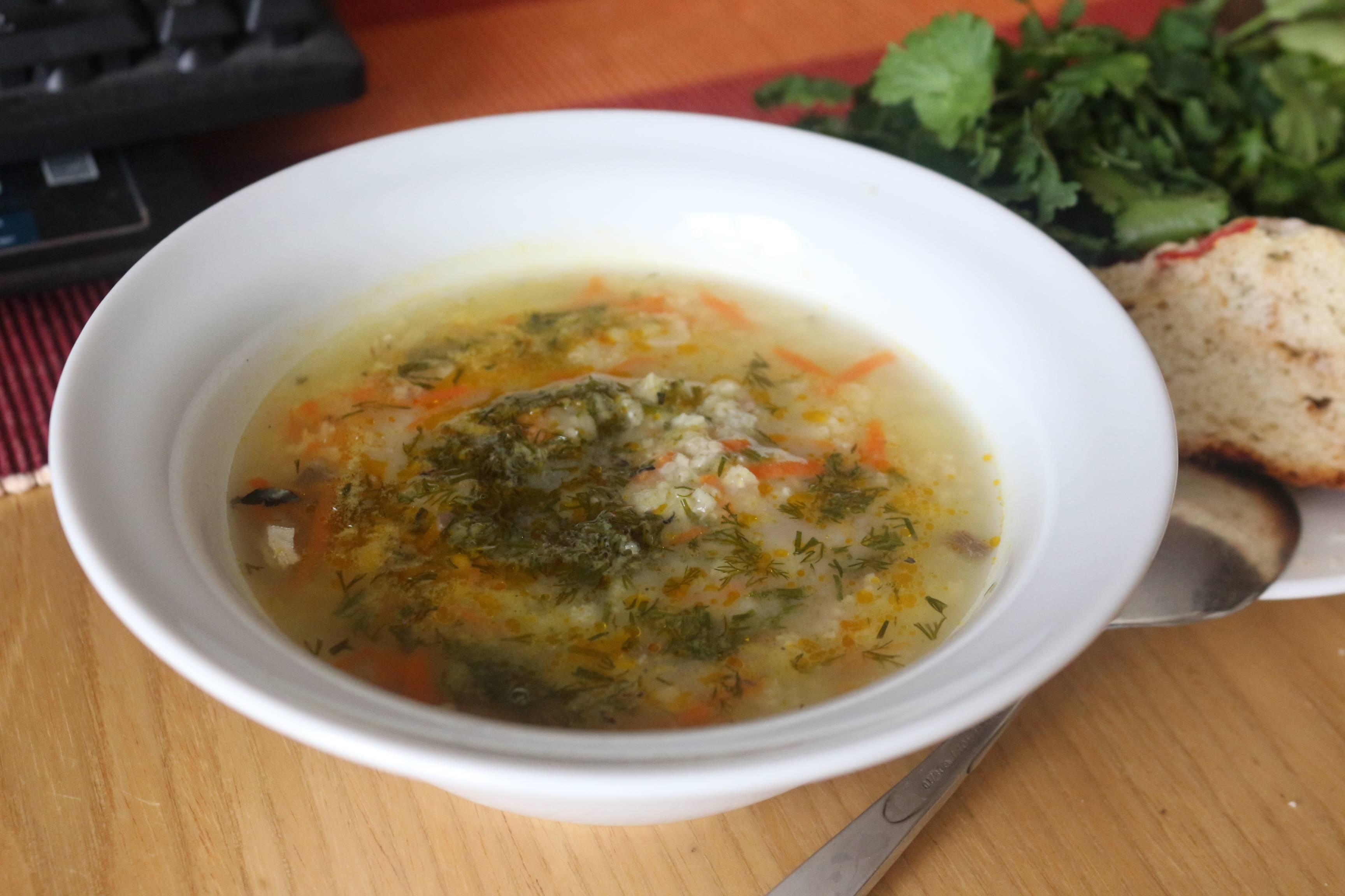 Уха из сайры консервированной - рецепт с рисом