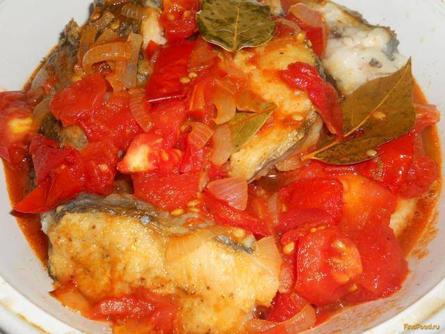 Тушеная рыба с овощами в кастрюле. рыба тушеная с овощами – обновленное блюдо