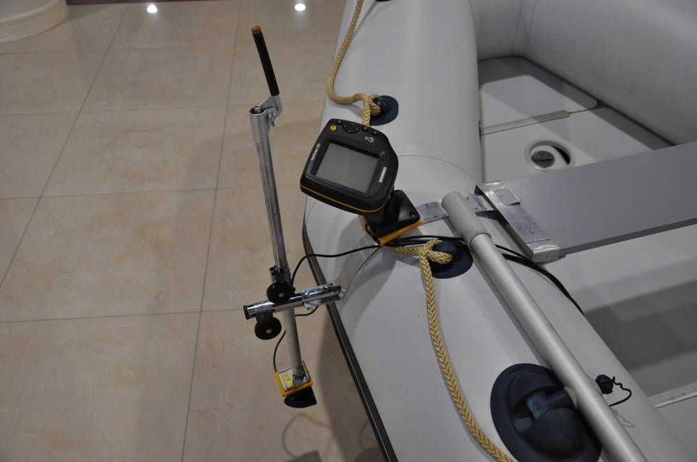 Держатель датчика эхолота: струбцина и кронштейн, штанга и другие, выбираем быстросъемное крепление датчика эхолота на лодку
