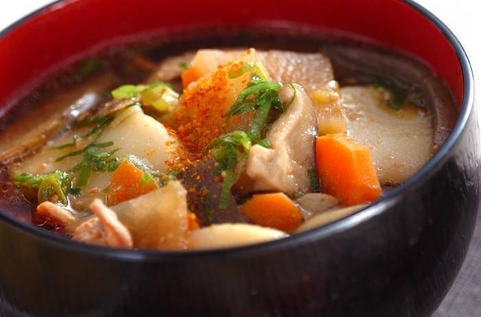 Уха из семги с рисом и картофелем