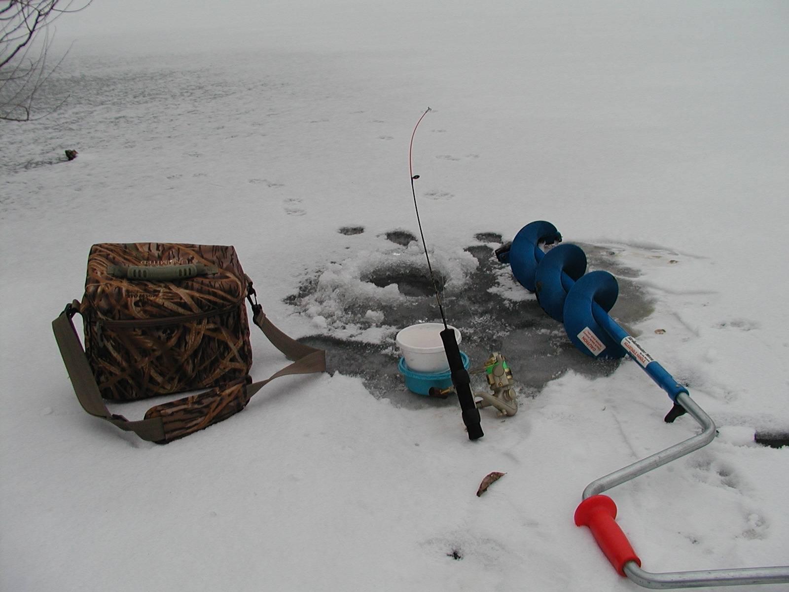 Правильное бурение лунок зимой и выбор места. в чём заключается успех рыбной ловли.