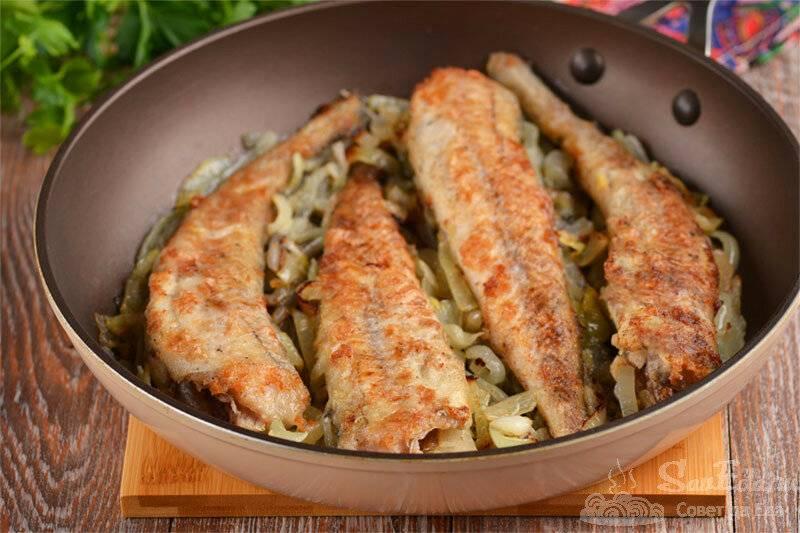 Тушеный минтай с луком  на сковороде и 15 похожих рецептов: фото, калорийность, отзывы - 1000.menu