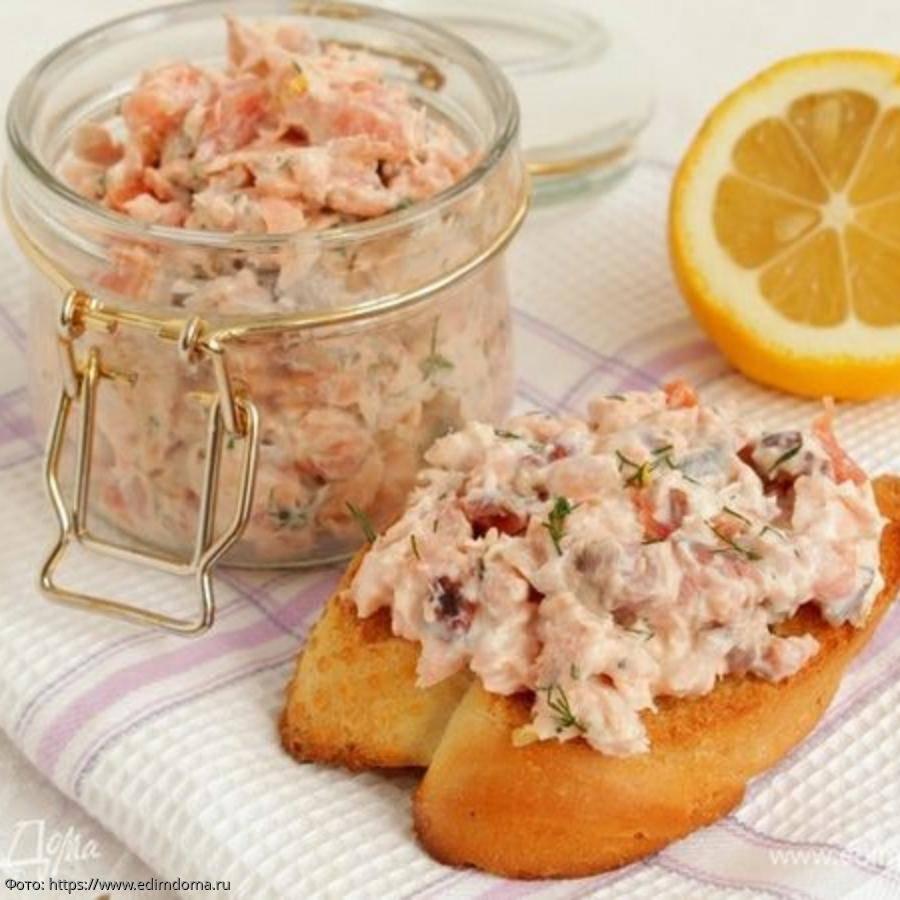 Риет из лосося: рецепт с мягким творогом, миндалем, каперсами