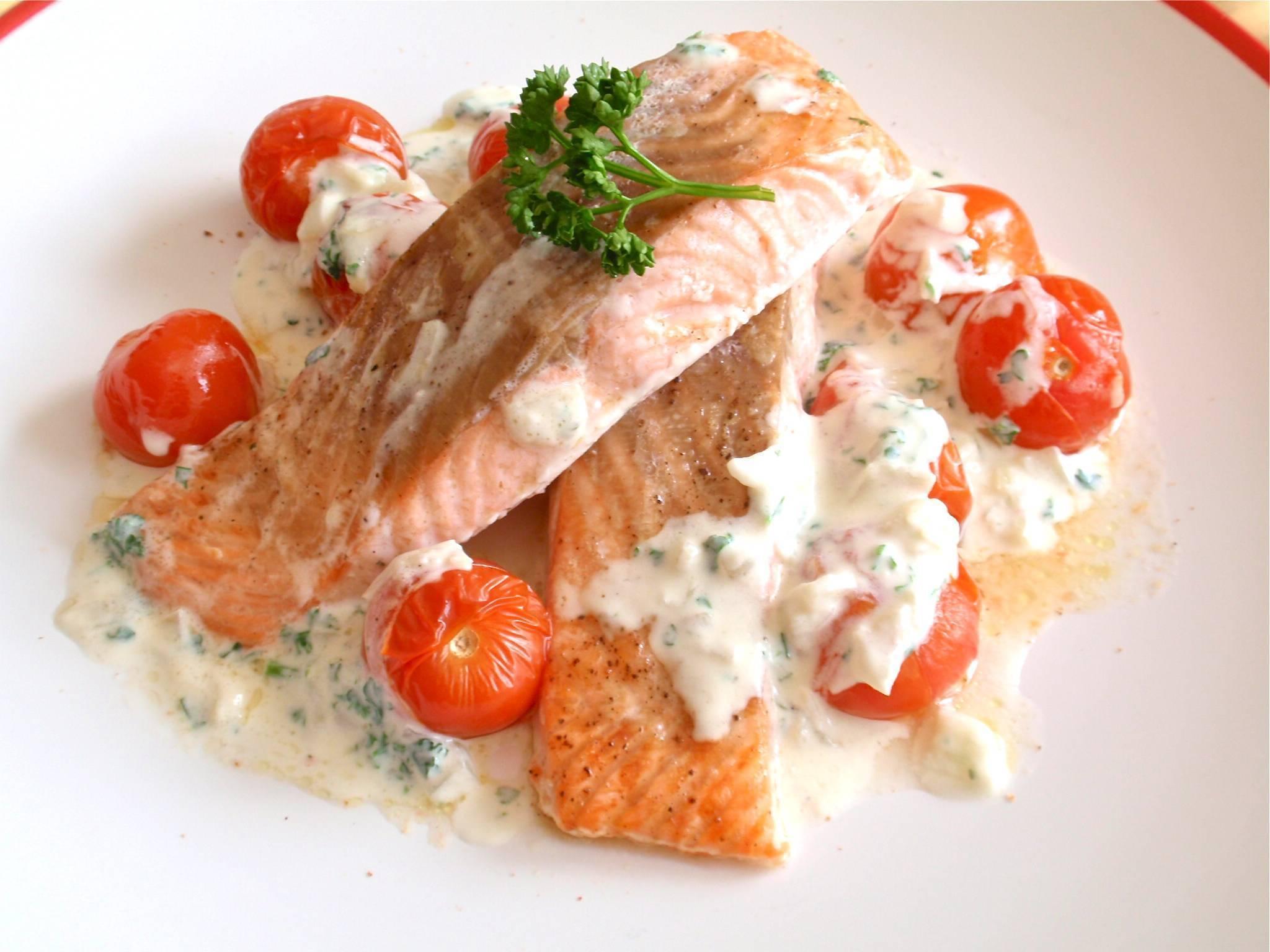 Форель под икорно-сливочным соусом – кулинарный рецепт