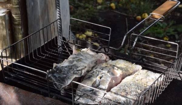 Шашлык из лосося на мангале: 6 необычных и вкусных рецептов