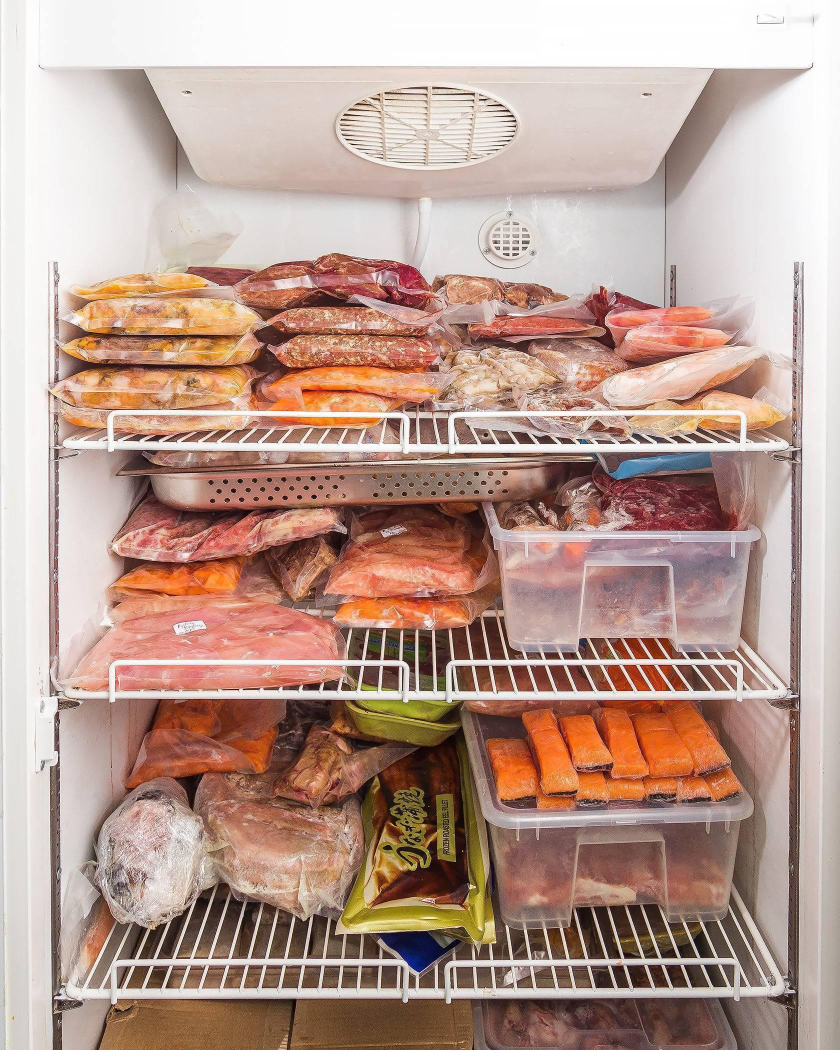 Как хранить рыбу копченую в домашних условиях: в холодильнике, на чердаке и балконе