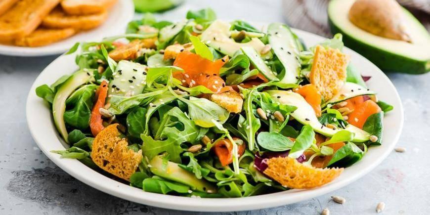 Салат с лососем и ароматом дымка – кулинарный рецепт