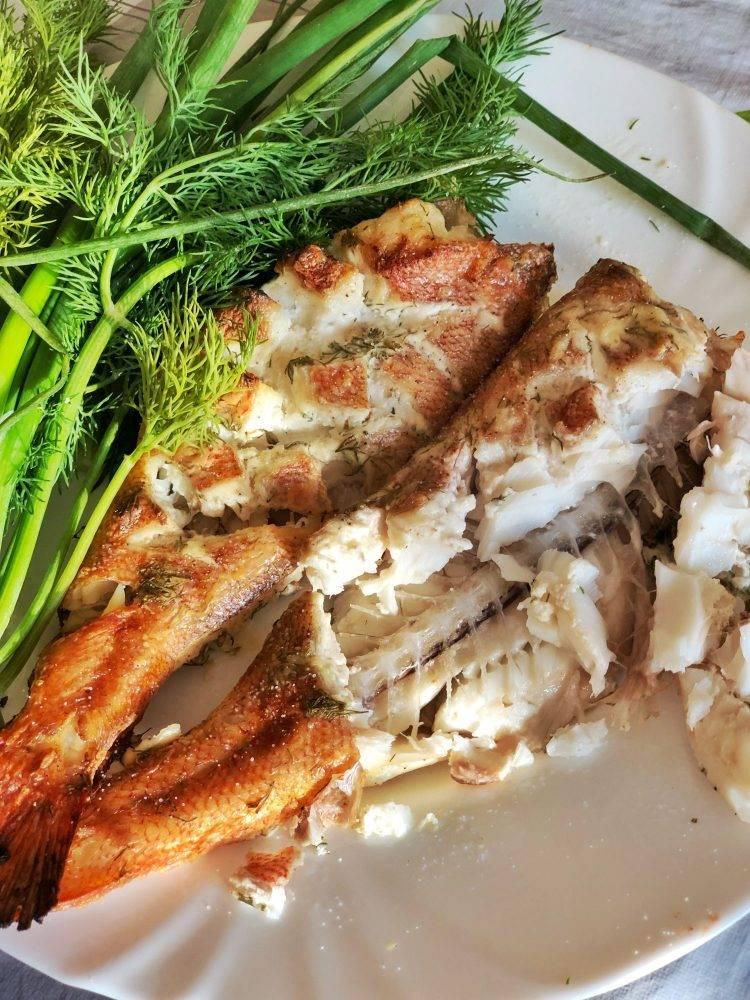 Окунь морской в духовке: лучшие рецепты запекания целиком и кусочками