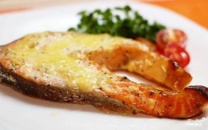 Запеченный лосось с овощами и сливками
