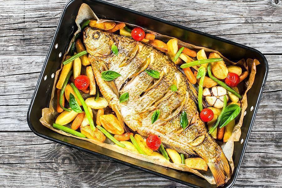 Рыба в духовке в фольге с овощами — 3 рецепта с фото