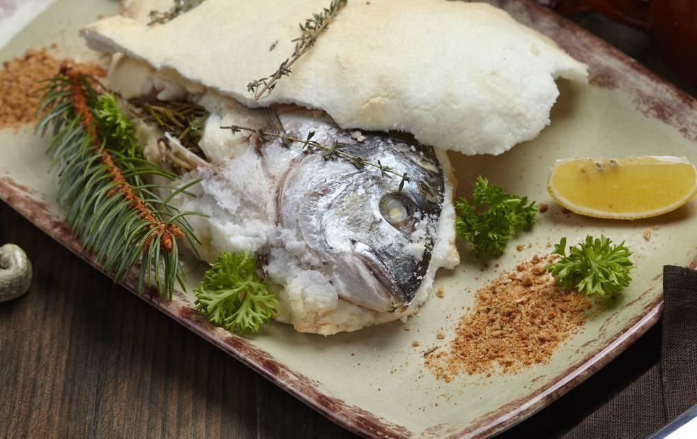 Рыба запеченная в соли - вкусные рецепты приготовления