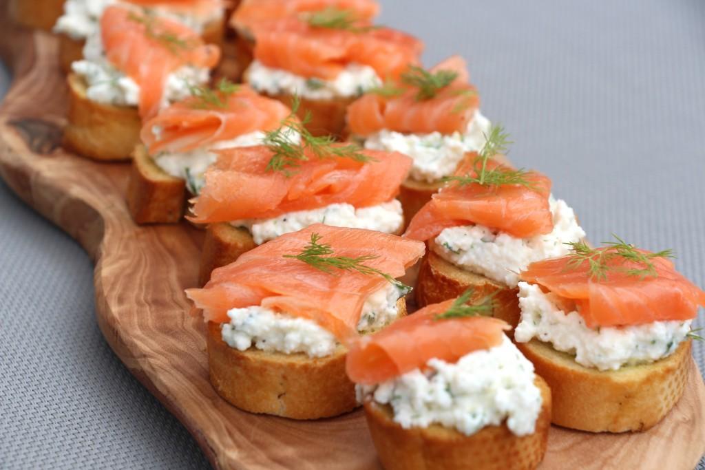 Простые и вкусные бутерброды с красной рыбой на праздничный стол