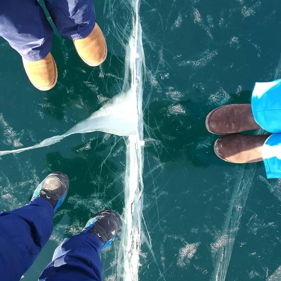 Байкальское коварство: на льду озера опаснее, чем на эвересте? | общество:образование | общество | аиф иркутск