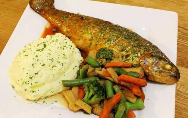 Рыба как в садике — рецепты пошагово c фото для приготовления дома:с овощами, подливой, по-польски, горбуша с овощами, на молоке.   жл