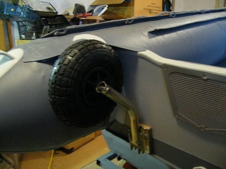 Выбор и установка транцевых колес для лодки пвх