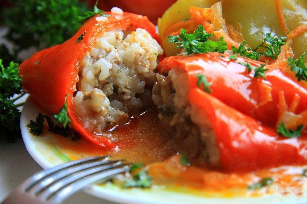 Лодочки из перца, фаршированные рыбой и грибами – кулинарный рецепт