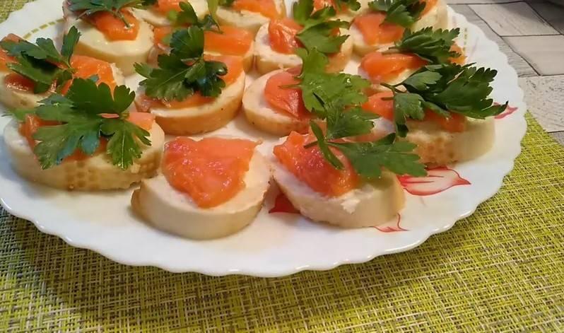 Бутерброды с красной рыбой: пошаговый рецепт с фото