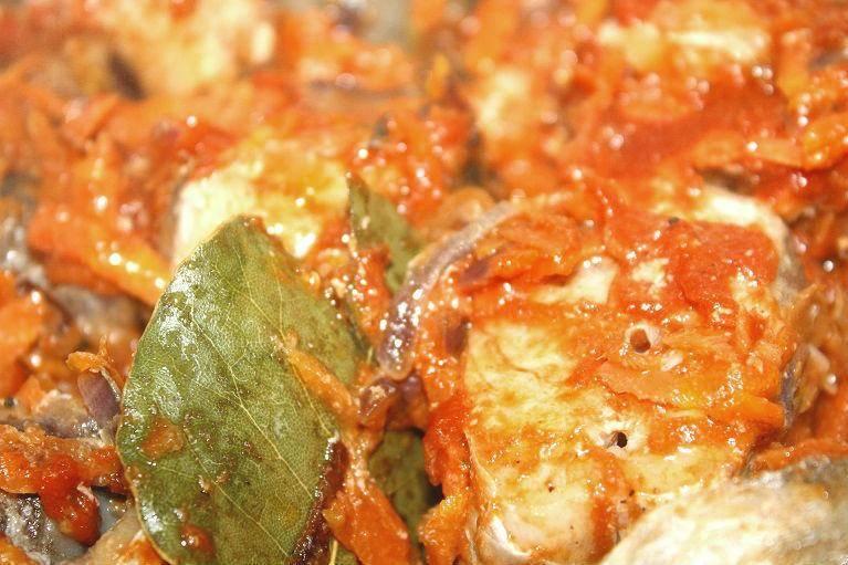 Тушеная речная рыба с морковью и луком - простой и вкусный ужин