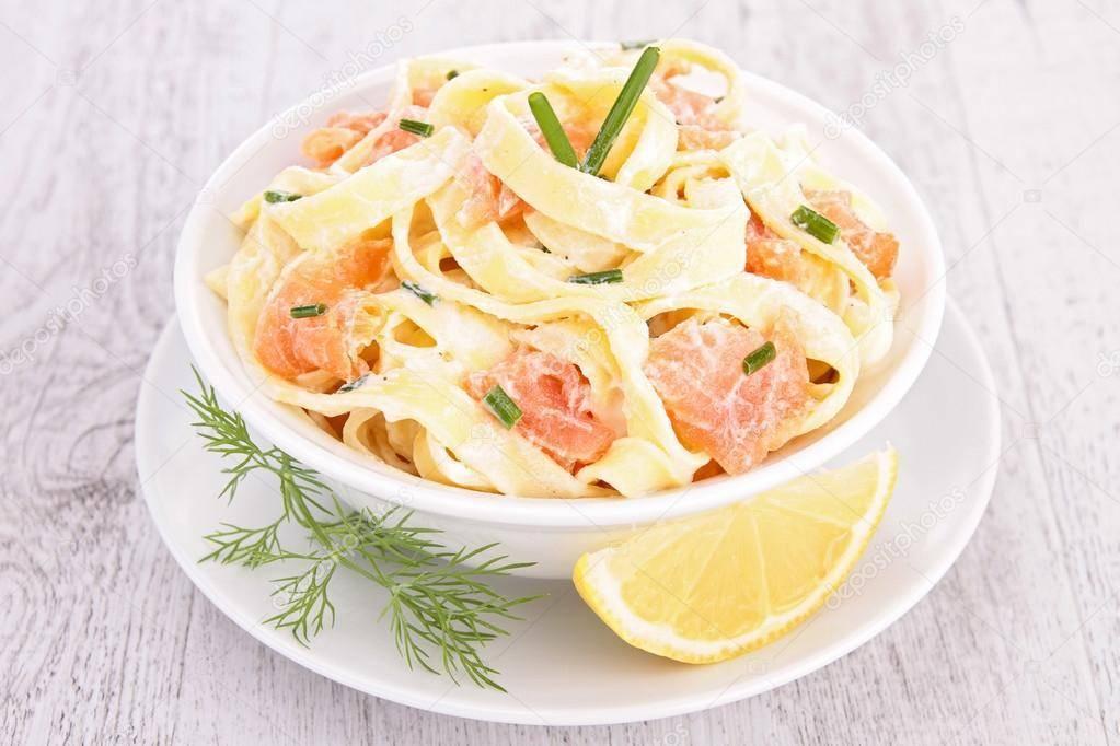 Паста с лососем и брокколи в сливочном соусе