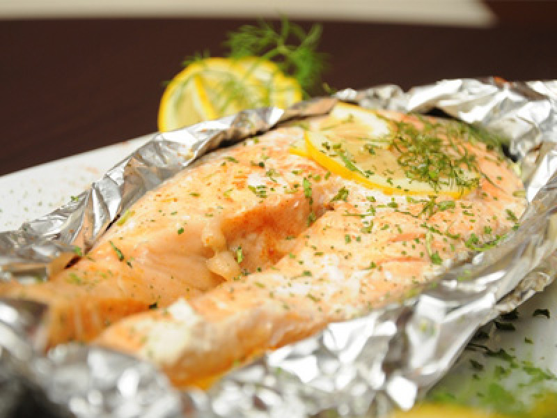Запечь красную рыбу в духовке в фольге