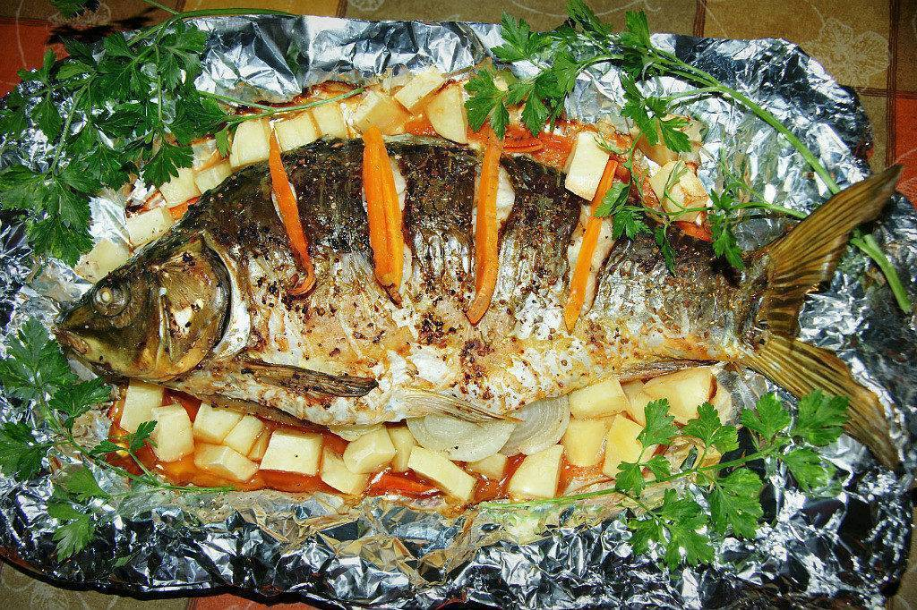 Сазан в духовке: рецепты, как вкусно приготовить запеченную рыбу, фото