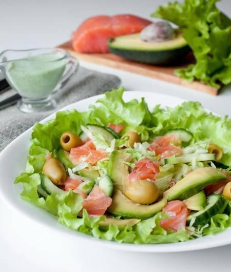 Салат с лососем и ароматом дымка