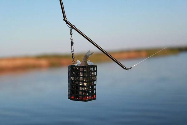 Какими фидерными кормушками лучше ловить на озере