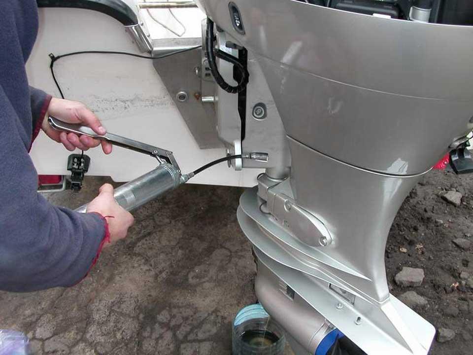 Консервация лодочного мотора, подготовка к зиме, хранение зимой