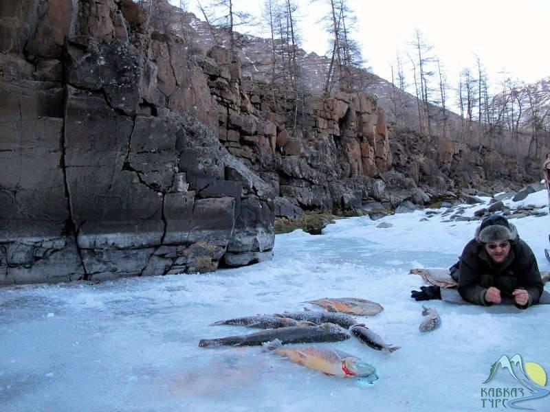 Весення рыбалка на озере лама