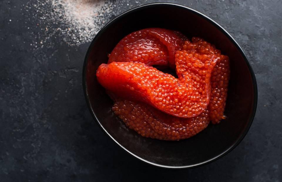 Засолка красной икры в домашних условиях: подготовка и разделка рыбы, очистка икры от пленок, способы засола
