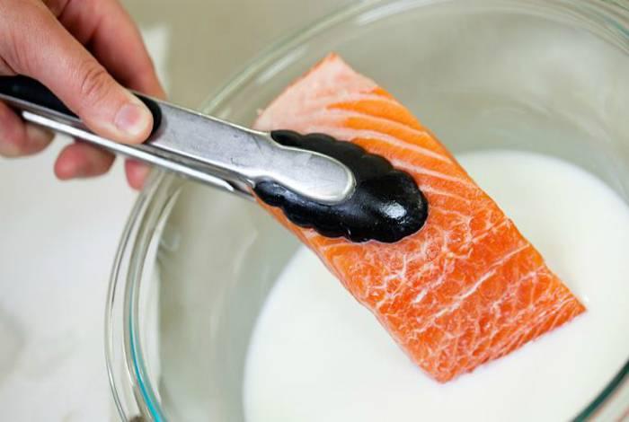 Как избавиться от запаха рыбы в холодильнике: сода, перекись, нашатырь и активированный уголь