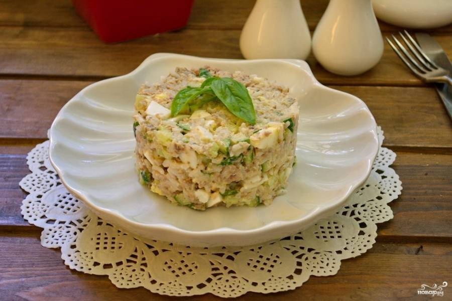 Салат из консервированной сайры с рисом и яйцами - 6 пошаговых фото в рецепте