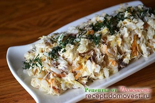 Салат с копченой рыбой — пикантная изюминка праздничного стола: рецепт с фото и видео