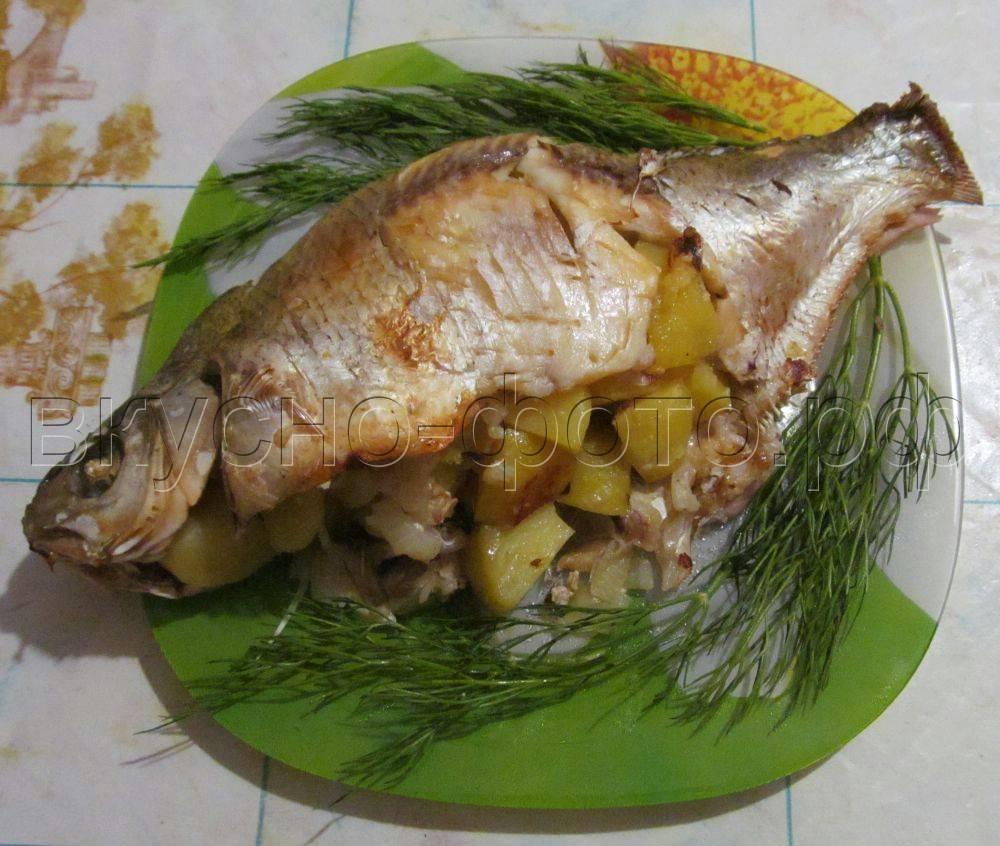 Лещ, запеченный в духовке — 5 рецептов запекания рыбы