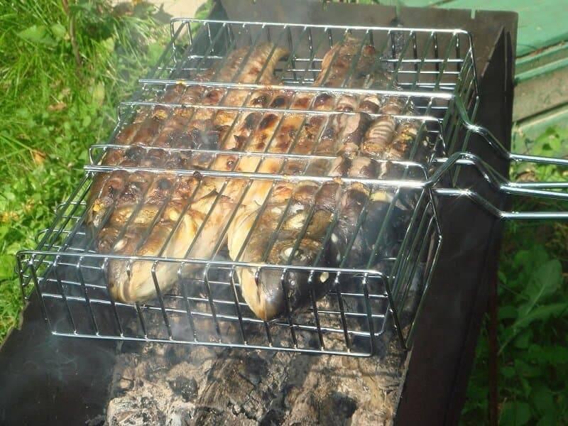 Форель запеченная в фольге на углях, рецепты запекания форели
