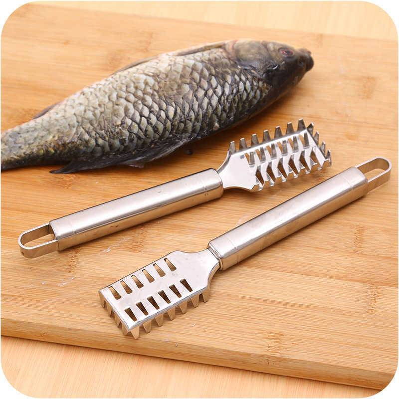 Как правильно чистить рыбу ножом с контейнером для чешуи
